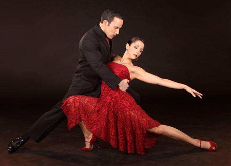 είναι ένας από τους χορούς με τα αστέρια ζευγάρια που χρονολογούνται 2015 καλύτερο site γνωριμιών στη Φλόριντα