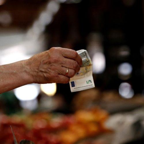 """""""Κυνηγοί επιδομάτων και… ελπίδας στην Ελλάδα της φτώχειας"""" γράφει ο   Παναγιώτης Θεοδωρόπουλος"""