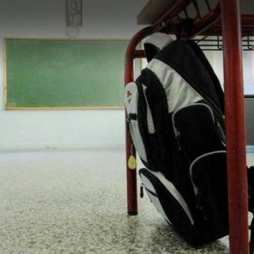 """""""Επικοινωνιακό πυροτέχνημα η παραμονή της σχολικής τσάντας στο σχολείο"""" του Παναγιώτη Χατζησάββα"""