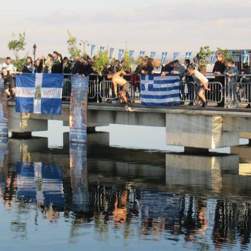 Με σύμμαχο τον καλό καιρό και με πολύ κόσμο γιορτάστηκαν τα Θεοφάνεια στη Λίμνη του Αλιάκμονα