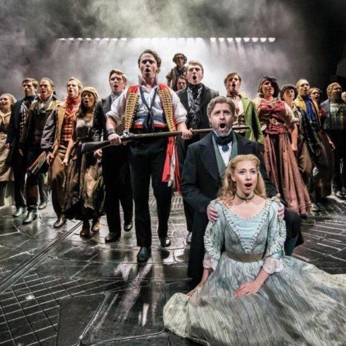 """Λυρική μεταγραφή του κλασικού - Η ανασύνθεση των """"Αθλίων"""" του Hugo  στο musical """"Les Misérables"""". Γράφει ο Αρ. Παπαγεωργίου"""