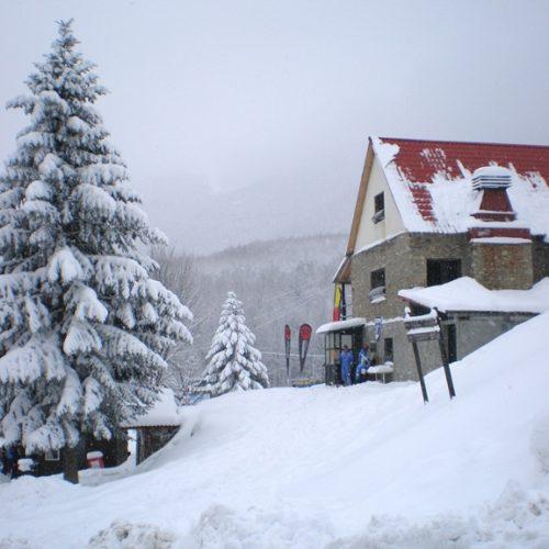 Το περίπτερο και το χιονοδρομικό