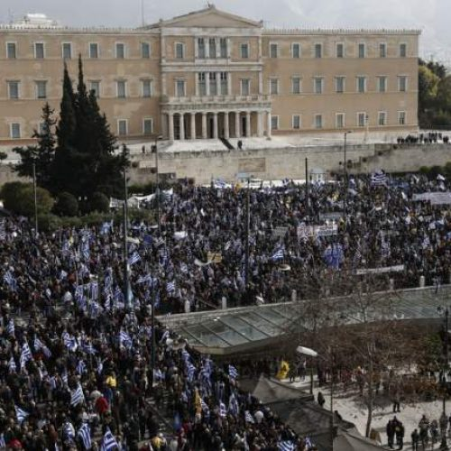 Σε εξέλιξη το συλλαλητήριο στο Σύνταγμα για το Μακεδονικό