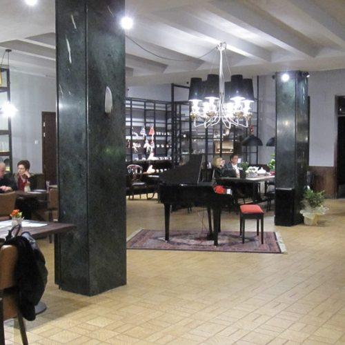 """Καφέ """"Foyer"""". Τόπος συναντήσεων, αναμνήσεων και υψηλής αισθητικής"""