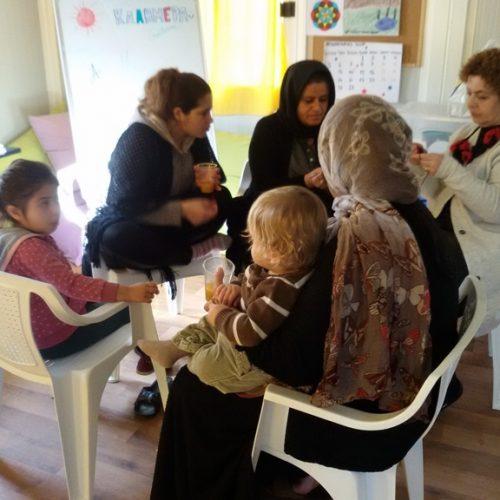 Εργαστήρια χειροτεχνίας στους πρόσφυγες από καθηγητές του 3ου ΓΕΛ Βέροιας