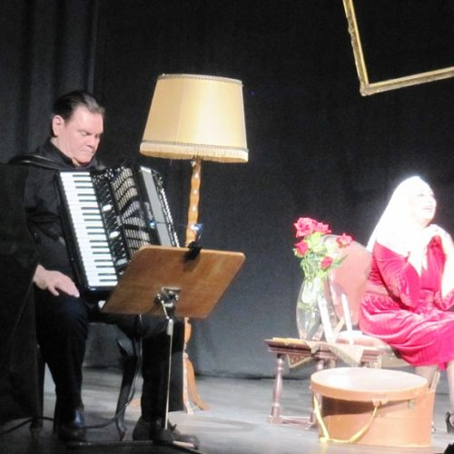 """Συνεχίστηκε η Εβδομάδα Θεάτρου της ΚΕΠΑ με τη ζωή της Σοφίας Βέμπο στο """"Σοφία, σε θυμάμαι"""""""