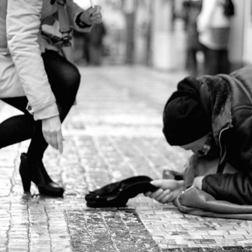 """""""Έκρηξη φτώχειας: Με 382 ευρώ το μήνα ζουν 5,1 εκατ. άτομα"""" γράφει ο  Ηλίας Γεωργάκης"""