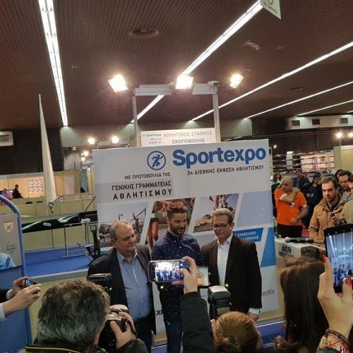 Τιμητική πλακέτα στο Βεροιώτη αθλητή Κωνστάντινο Πετράκη από τον Γ. Γ. Αθλητισμού
