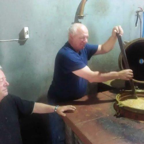 Ξεκίνησε η απόσταξη κουμαρίσιου τσίπουρου στα ριζά του Ολύμπου στην Πιερία