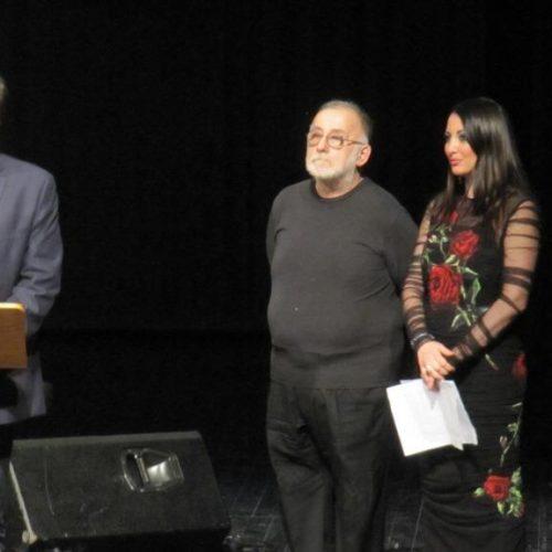 Η Βέροια τίμησε το Θάνο Μικρούτσικο για την προσφορά του στα πολιτιστικά της δρώμενα