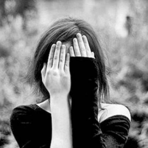 Τα 6 σημάδια που συγκαλύπτουν την κατάθλιψη που κάποιος περνάει
