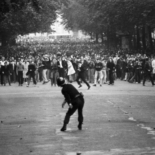 """""""ΜΑΗΣ '68: Η εξέγερση που ένωσε τους Πλάτωνα, Μαρξ, Μπακούνιν και Όργουελ"""" γράφει ο Ηλίας Γιαννακόπουλος"""
