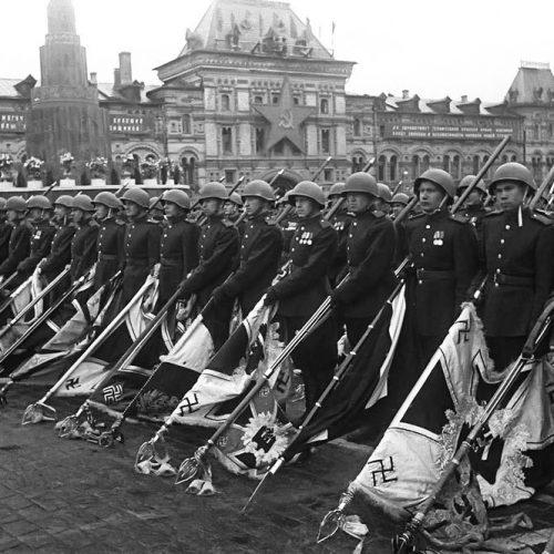 """9 Μαΐου 1945 - Η """"Ημέρα της Νίκης"""" γράφει η   Ελένη Νικολαΐδου"""