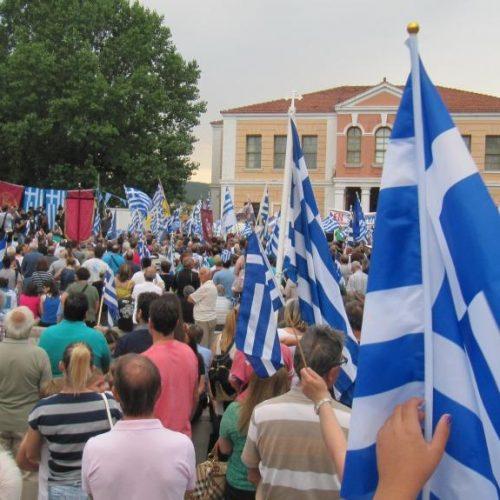 Πλήθος και πάθος στο συλλαλητήριο της Βέροιας για τη Μακεδονία