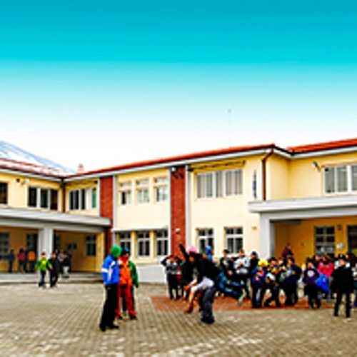 Ψήφισμα - Διαμαρτυρία των εκπαιδευτικών του 2ου Γυμνάσιου Νάουσας