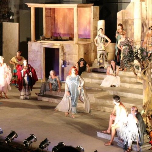 """Οι """"Εκκλησιάζουσες"""" του Αλέξανδρου Ρήγα στη Βέροια. Μια εμπνευσμένη παράσταση που εντυπωσίασε"""