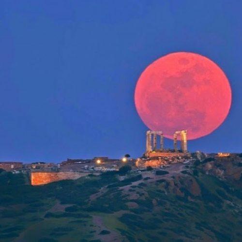 """""""Ματωμένο φεγγάρι"""" -   Σήμερα η μεγαλύτερη έκλειψη Σελήνης του 21ου αιώνα"""