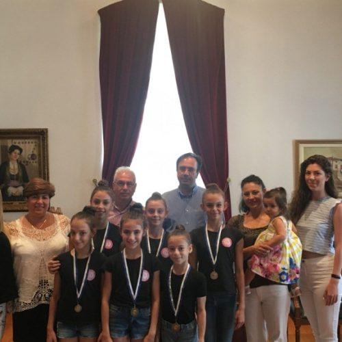 Αθλήτριες της Ρυθμικής Γυμναστικής του ΑΟΡΓ Βέροιας στο Δήμαρχο