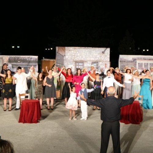 """Ο """"Βαφτιστικός"""" του Θεόφραστου Σακελλαρίδη στο Λιτόχωρο. Μια δροσερή παράσταση που καταχειροκροτήθηκε"""