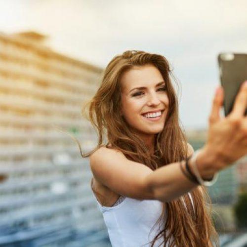 Selfies. Για ποια ψυχική διαταραχή αυξάνουν τον κίνδυνο