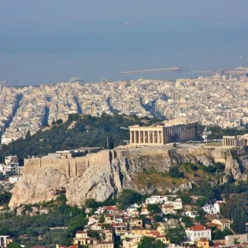 Real Estate: Ο Κινέζος που αγόρασε 700 διαμερίσματα στην Αθήνα