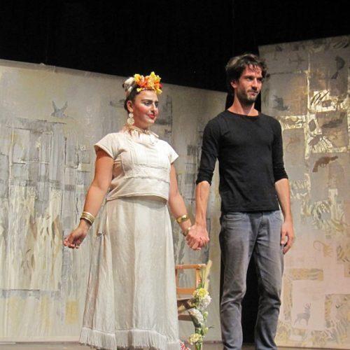 """""""Φρίντα Κι Άλλο"""". Μια εντυπωσιακή συνύπαρξη Τέχνης και Τεχνολογίας στη θεατρική πράξη"""