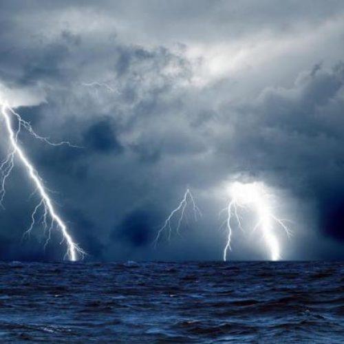 Επιδεινώνεται ο καιρός. Αναμένονται ισχυρές καταιγίδες,  χαλαζοπτώσεις ακόμη και χιόνια