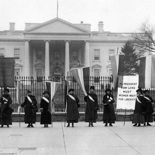 """Η """"Νύχτα του Τρόμου"""" που άνοιξε τον δρόμο για τη γυναικεία ψήφο"""