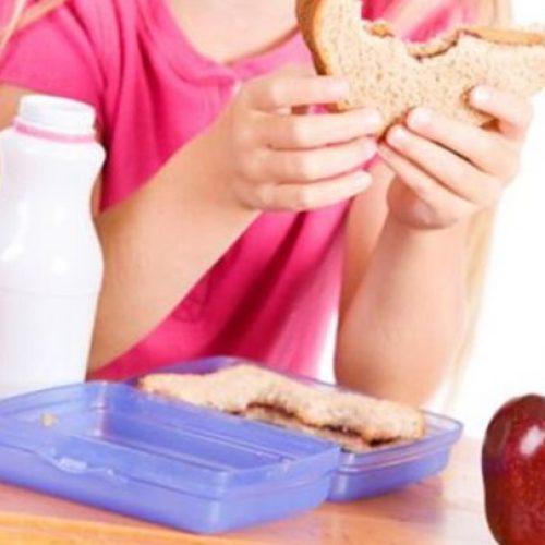 """Ξεκίνησαν τα """"Σχολικά Γεύματα"""" για μαθητές 950 σχολείων"""