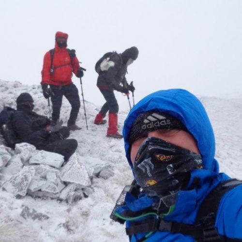 """Όρβηλος. Ανηφορίζοντας για την κορυφή  """"Τσολιάς"""" με χιόνι και δυνατούς  αέρηδες"""
