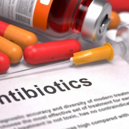 Καταναλώνουμε περισσότερα αντιβιοτικά από όσα αντέχουμε