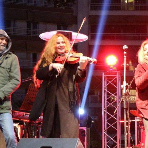 Το κόκκινο βιολί της Ρεμπούτσικα και η φωνή της Πασπαλά φώτισαν και ζέσταναν την παγωμένη νύχτα