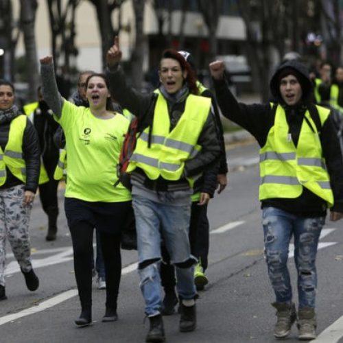Ανακοίνωση του  Μ-Λ ΚΚΕ  για τη μεγάλη κοινωνική έκρηξη που ξέσπασε στη Γαλλία