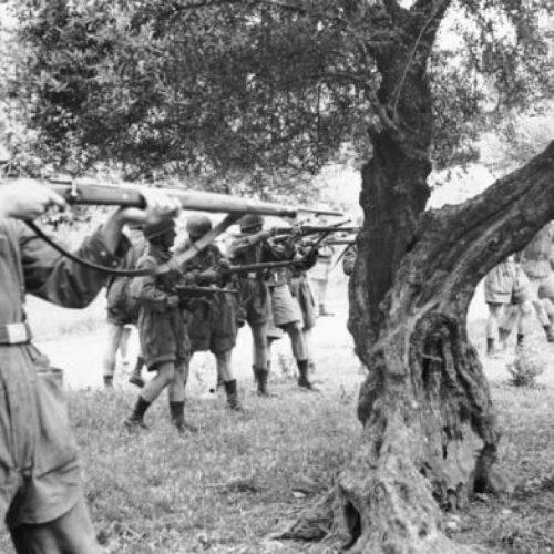 """Καλάβρυτα 1943: """"Μια σφαγή ανεξιλέωτη"""" γράφει ο Ανδρέας Δενεζάκης"""