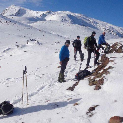"""Η ορειβατική ομάδα Βέροιας """"Τοτός"""" στην  κορυφή """"Μόσια"""" - Μία όμορφη εμπειρία στο χιονισμένο   Σμόλικα"""