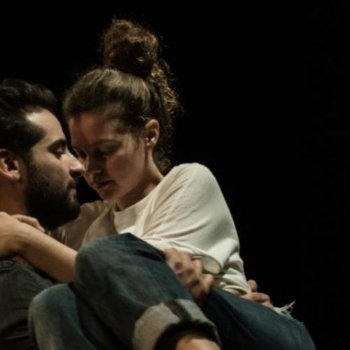 """Θέατρο. """"Οι κάτω απ' τ' αστέρια"""" του Τηλέμαχου Τσαρδάκα, Βέροια, στην Αντωνιάδειο Στέγη"""