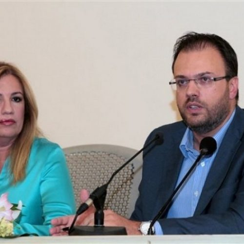 ΚΙΝΑΛ: Η Φώφη Γεννηματά έθεσε εκτός Κ.Ο τον Θανάση Θεοχαρόπουλο -  Έκτακτο Συνέδριο