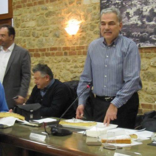 Κοπή πίτας στο Δημοτικό Συμβούλιο Βέροιας αλλά και ένταση στη συνέχεια