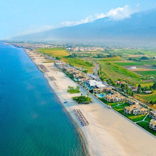 To ταξιδιωτικό γραφείο Paralia Tours παρέχει κάθε είδους τουριστικών υπηρεσιών σε Έλληνες και ξένους