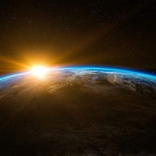 """Επιστήμονες """"άκουσαν"""" επαναλαμβανόμενα γρήγορα ραδιοσήματα από το διάστημα"""