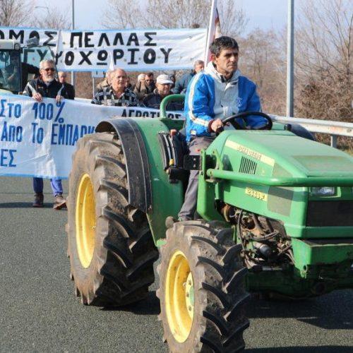 Συμβολική κατάληψη από αγρότες στην Ημαθία της Εθνικής Οδού, στον Κόμβο της Κουλούρας