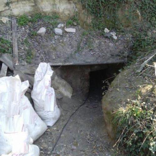 Συνελήφθησαν 8 άτομα  για παράνομη ανασκαφή - Άνοιξαν σήραγγα 30 μέτρων κάτω από μοναστήρι