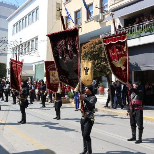 """Με διαμαρτυρίες και """"Μακεδονία ξακουστή"""" η παρέλαση στη Βέροια"""