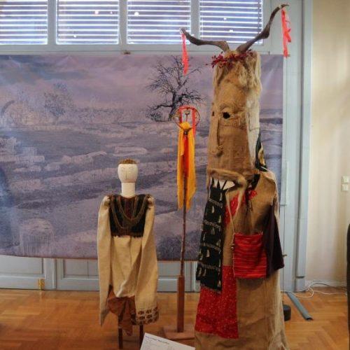 """Οι """"Μάσκες"""" του Γιώργη Μελίκη στη Θεσσαλονίκη - Λαϊκή αισθητική και λαϊκά δρώμενα με καθρέφτη τη μάσκα"""