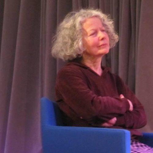 Η συγγραφέας Βασιλική Ηλιοπούλου, προσκεκλημένη του 1ου ΓΕΛ Βέροιας, ευχαριστεί