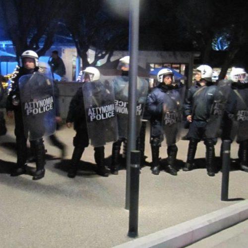 Ισχυρή αστυνομική δύναμη και διαμαρτυρίες για την παρουσία του Νίκου Παππά στη Βέροια