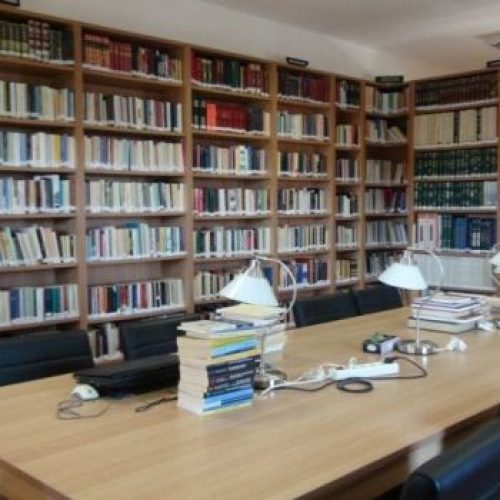Με αφορμή τη χρηματοδότηση της ΚΕΠΑ για την ανακαίνιση της δημοτικής βιβλιοθήκης Μακροχωρίου