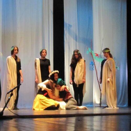 """""""Το Γαλάζιο Πουλί"""" του Μαίτερλινκ, η πολυβραβευμένη παράσταση της 7ης Θεατρικής Άνοιξης Εφήβων"""