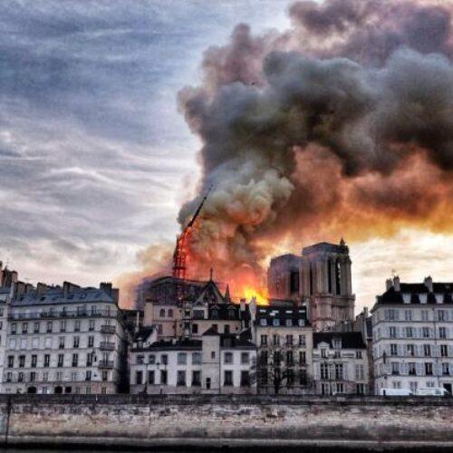 Καίγεται η Παναγία των Παρισίων - Ασύλληπτη η καταστροφή -  Live εικόνα