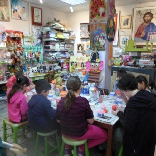Πασχαλινές ευχές από το Καλλιτεχνικό Εργαστήρι της Κωνσταντίας Αμπατζόγλου